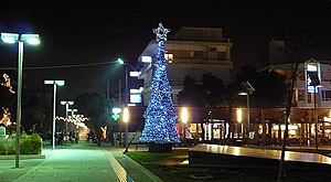 Ελληνικά: Η παρούσα απεικονίζει το χριστουγενν...