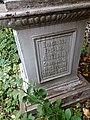 Надпись на памятнике о жене Анненкова.jpg
