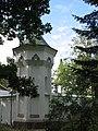 Ограда с четырьмя угловыми башнями и воротами 07.jpg