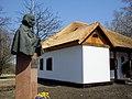 Пам'ятник-погруддя М.В.Гоголю у с. Гоголеве-3.jpg