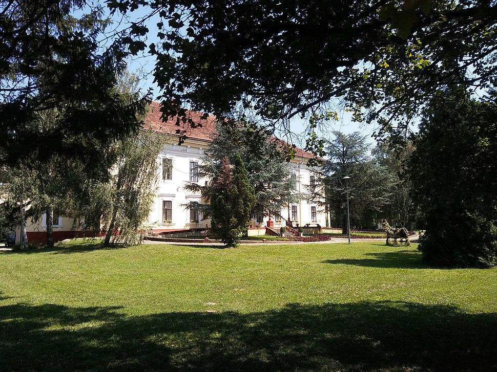 Пољопривредна школа са домом ученика у Футогу.1