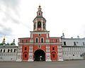 Ярусная церковь-колокольня Симеона Столпника над Святыми воротами Данилов монастырь.jpg