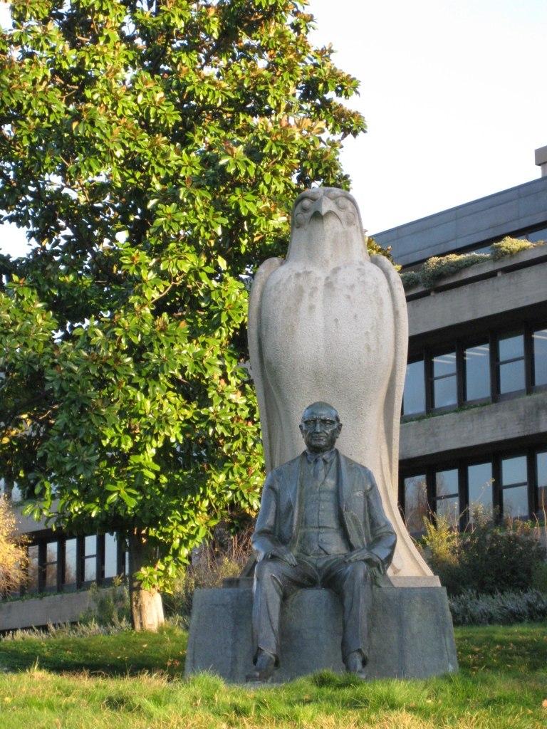 Գալուստ Գյուլբենկյանի արձանը Լիսաբոնում