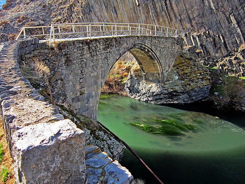 Մելիք Թանգի Բ-ի՝ Որոտնաբերդի մոտ մինչև օրս գործող կառուցած կամուրջը: