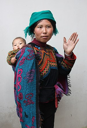 Yi people - Image: 00 Yi minority in traditional 01