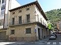 016 Casa Pujol, c. Progrés 25 - c. Ter 5 (Ripoll).jpg