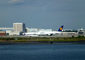 110831 A380 JFK Airport New-York.JPG