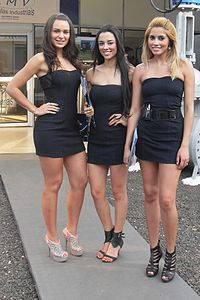 ddc811b688f90 Models wearing little black dresses in Brazil
