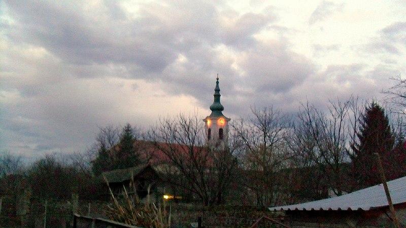 File:17.03.2011. - Bácsfeketehegy - A református templom alkonyatban - panoramio.jpg