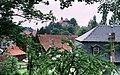 19850709130NR Elgersburg Dorfkirche mit Blick zum Schloß.jpg