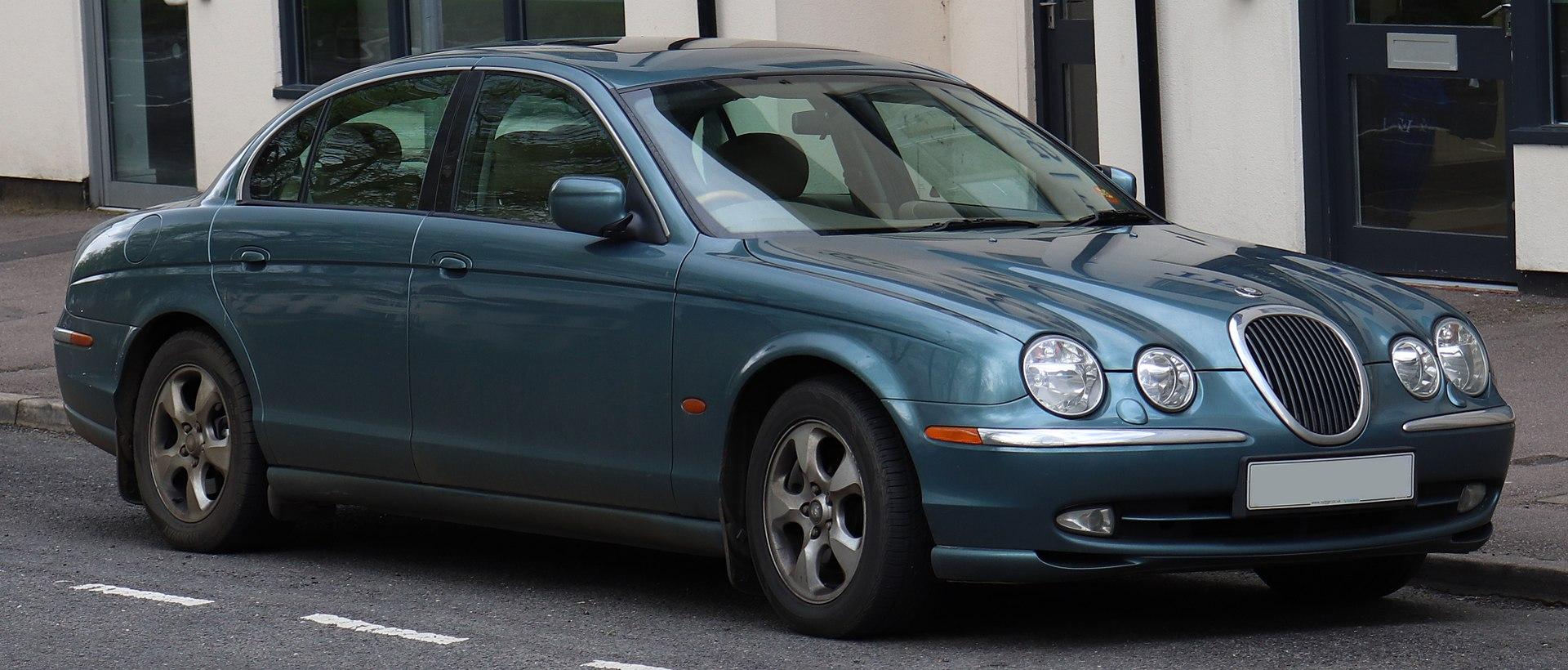 2001 Jaguar S-Type V6 SE Automatic 3.0 Front.jpg