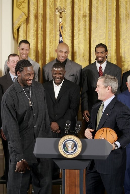 2004 Detroit Pistons congratulated by George Bush