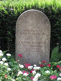 2006-07-25 Friedhof Grunewald Grab Blaschko.jpg