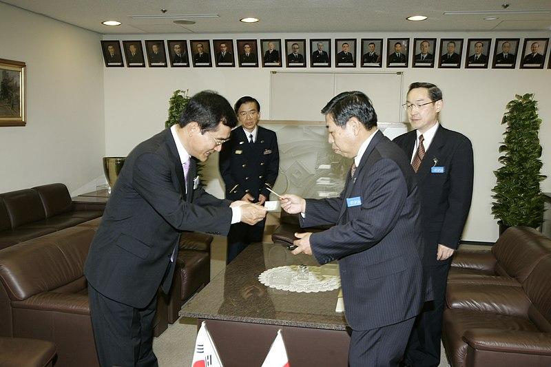 File:20071002서울소방재난본부장 정정기 일본 동경소방청 출장동경청장 상호인사.JPG