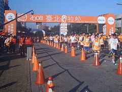 2008 ING Taipei Marathon with the Spirit Gate.jpg