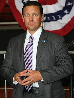 Secret Service agent in business suit working President Obama's protection detail 2010SecretServiceMN.jpg