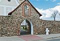 2014 Kamienica, kościół św. Jerzego, mur 13.JPG