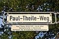 2015-07-23 Besuch vom Freundeskreis Hannover, Kronsberg (401) Straßenschild Paul-Theile-Weg mit Legendentafel.JPG
