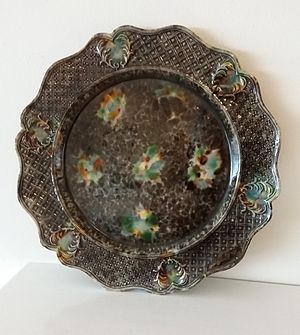 Creamware - An early tortoiseshell-decorated creamware plate. Perhaps from the factory of Thomas Whieldon, but not attributable. Private collection