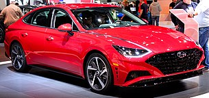 2019 Hyundai Sonata (DN8) front in bright red, NYIAS 2019.jpg