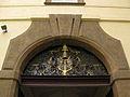 261 Klementinum, escut papal al pati dels Estudiants.jpg