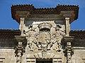 278 Palacio de Camposagrado (Avilés), façana sud, escut dels Bernaldo de Quirós y Las Alas.jpg