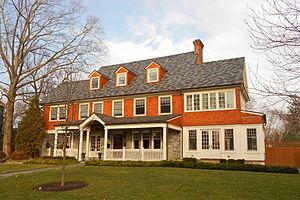 South Wayne Historic District (Wayne, Pennsylvania) - Image: 331 Louella S Wayne HD PA
