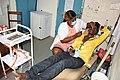 A l'hopital au Cameroun patient et medecin.jpg