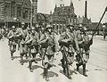 Aankomst van een detachement Nederlandse militairen aan het station op de maanda – F40659 – KNBLO.jpg