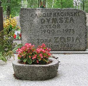 Nagrobek Adolfa Dymszy na Cmentarzu Komunalnym (d. Wojskowym) - Powązki, Warszawa, 30 lipca 2006 r.