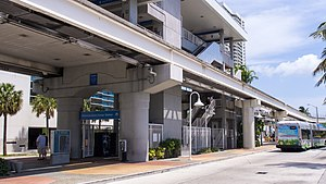 Adrienne Arsht Center station - View of the station and a departing Metrobus city bus