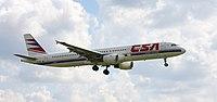 Airbus A321-200 ve starých barvách přistává na letišti v Hurghadě