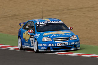 Alain Menu - Menu driving the Chevrolet Lacetti WTCC car at Brands Hatch in 2008.