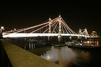 Albert Bridge 14 May 2006.JPG