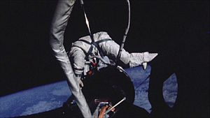 Neutral buoyancy simulation as a training aid - A comparison of the same task during astronaut Aldrin's Gemini XII EVA