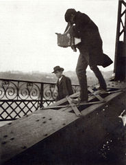 Alfred Stieglitz Photographing on a Bridge, c 1905.jpg