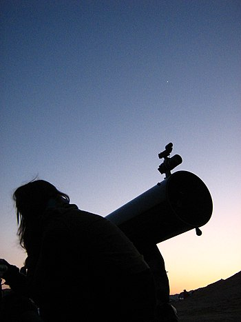 English: Amateur astronomer gets ready to a ni...