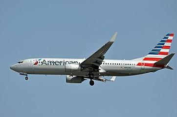 American Airlines, Boeing 737-800, N895NN - YVR (21976171692).jpg