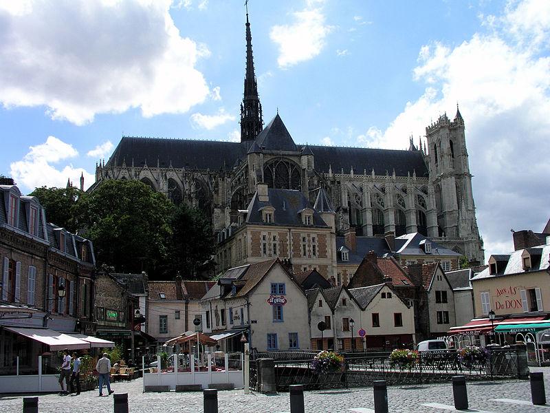Datei:Amiens mit Kathedrale.jpg