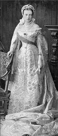 https://upload.wikimedia.org/wikipedia/commons/thumb/8/84/Anasztaszija_MihajlovnaRomanova.jpg/200px-Anasztaszija_MihajlovnaRomanova.jpg