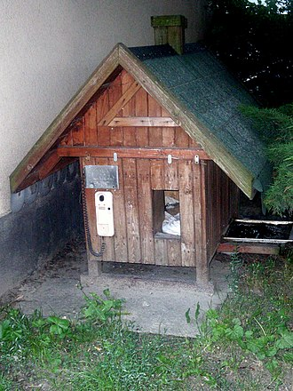 Doghouse - Image: Animalhouse with doorphone on Działki Leśne, Gdynia