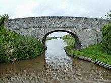 deux images pour un titre - Page 18 220px-Austins_Bridge_%28No_83%29_near_Audlem%2C_Cheshire_-_geograph.org.uk_-_1691101