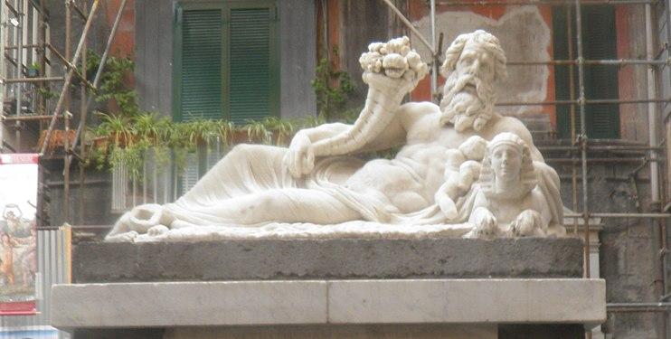 Bóg nilu najstarszy pomnik w Neapolu.jpg