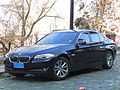 BMW 528i 2010 (10637583643).jpg