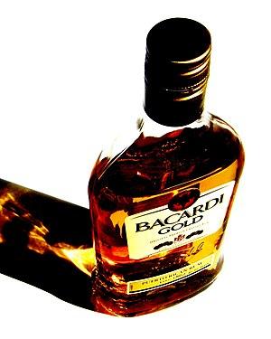 Nederlands: Een fles Bacardi Gold.