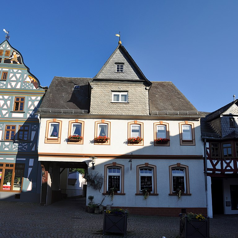 Datei:Bad Camberg, Marktplatz 2.jpg