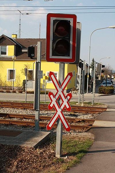 File:Bahnkreuzung 7273.jpg