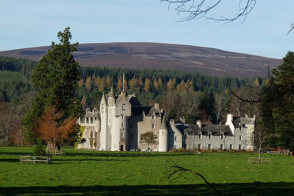 view of the whole ballindalloch castle