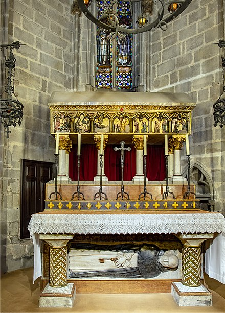 Tomb of Saint Raymond in Cathedral of Barcelona. Barcelona Cathedral Interior - Capella de Sant Ramon de Penyafort.jpg
