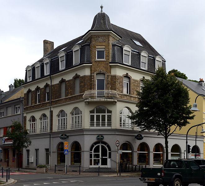 Haus am Eck Collart- an Escherstrooss zu Beetebuerg.